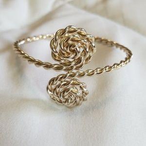 Jewelry - Silver Tone Twist Lightweight Bracelet